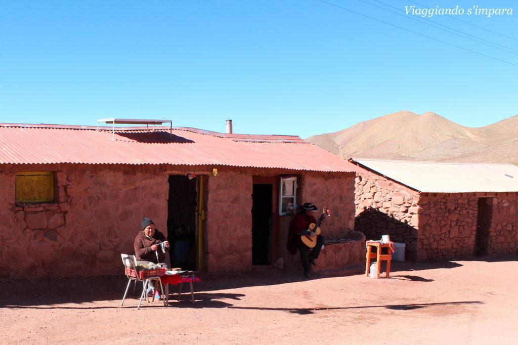 Artigianato locale a Machuca, nel nord del Cile