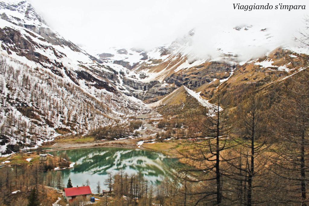 Lago lungo il percorso del Trenino Rosso del Bernina